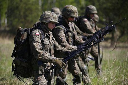 Polish 6 Airborne Brigade soldiers check their weapons as they participate in training exercises with paratroopers from the U.S. Army's 173rd Infantry Brigade Combat Team at the Land Forces Training Centre in Oleszno near Drawsko Pomorskie, north west Poland May 1, 2014. REUTERS/Kacper Pempel